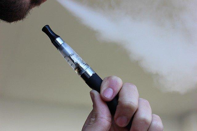 La sigaretta elettronica, tra benefici e dubbi